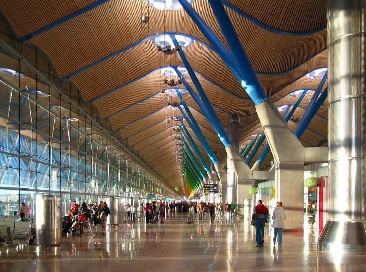 Archivo:Madrid barajas aeropuerto terminal t4.jpg