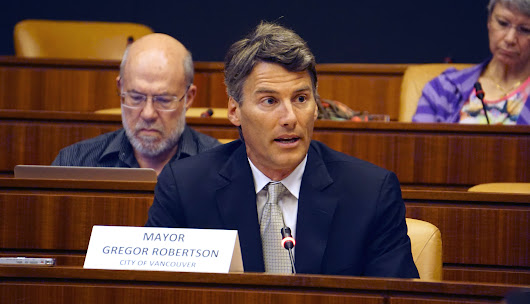 "Kinder Morgan pipeline not worth ""disastrous"" risks: Vancouver mayor"
