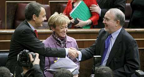 Zapatero, De la Vega y Solbes, en el Congreso. (Foto: EFE)
