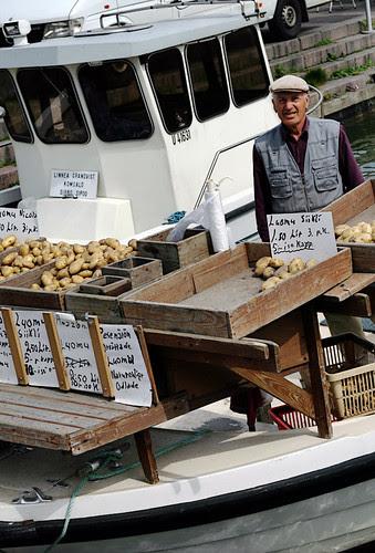 Floating potato market