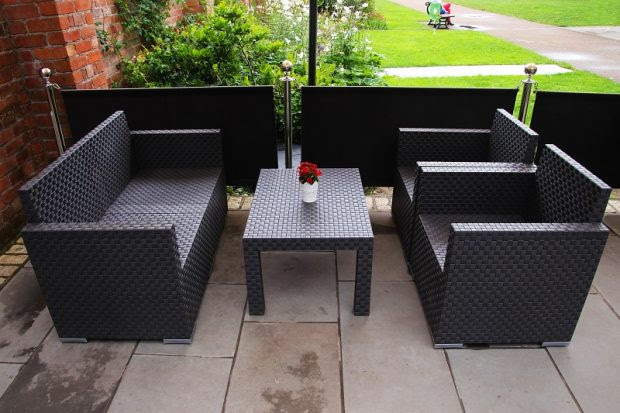 What are the Advantages of Rattan Furniture?