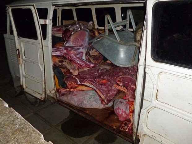 Carne de jumento era transportada em uma kombi para Jaboatão. Foto: Polícia Civil/ Divulgação