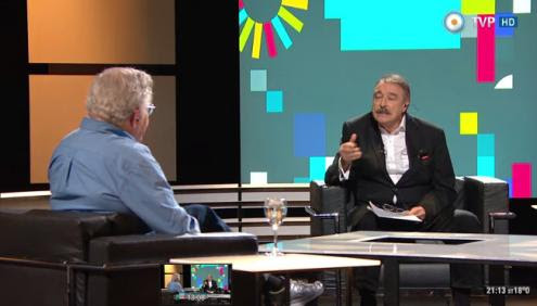 """Noam Chomsky responde a Ignacio Ramonet: """"Na indústria da televisão, a publicidade é o verdadeiro conteúdo. A história é simplesmente um recheio, o que vemos entre dois espaços publicitários."""" Imagem: captura do vídeo disponível na net."""