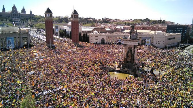 La plaça d'Espanya plena per la manifestació del 15A (Ioia Satorras)