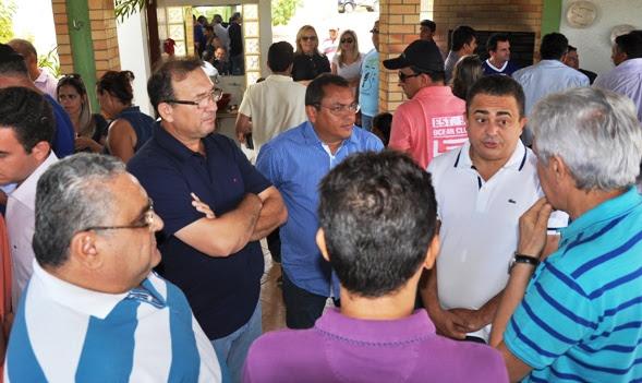 João Maia em reunião com aliados de Caraúbas