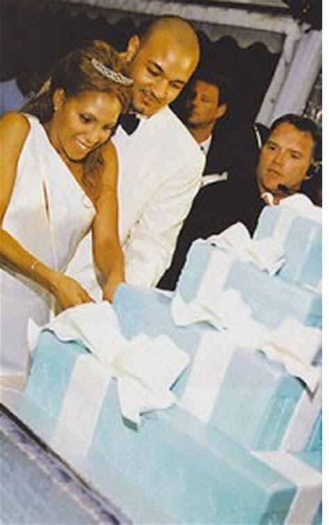 Keri Lewis wedding cake.PNG