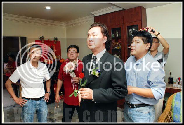groom-and-hengdaiz-waiting