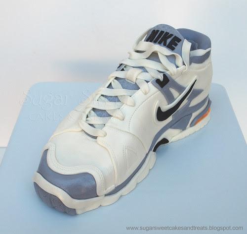 2011-08 Tennis Shoe Cake