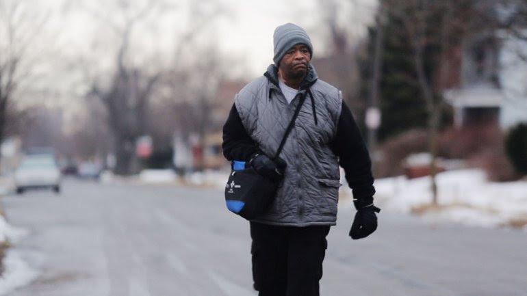 Le donaron más de u$s90 mil al conocerse que caminaba 33 km