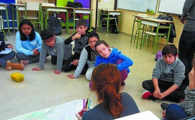 Estudiantes de Belaskoenea durante una sesión del programa impulsado por la Diputación Foral./