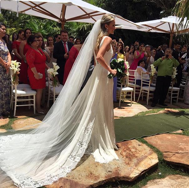Vestido da noiva é da mineira Vivaz