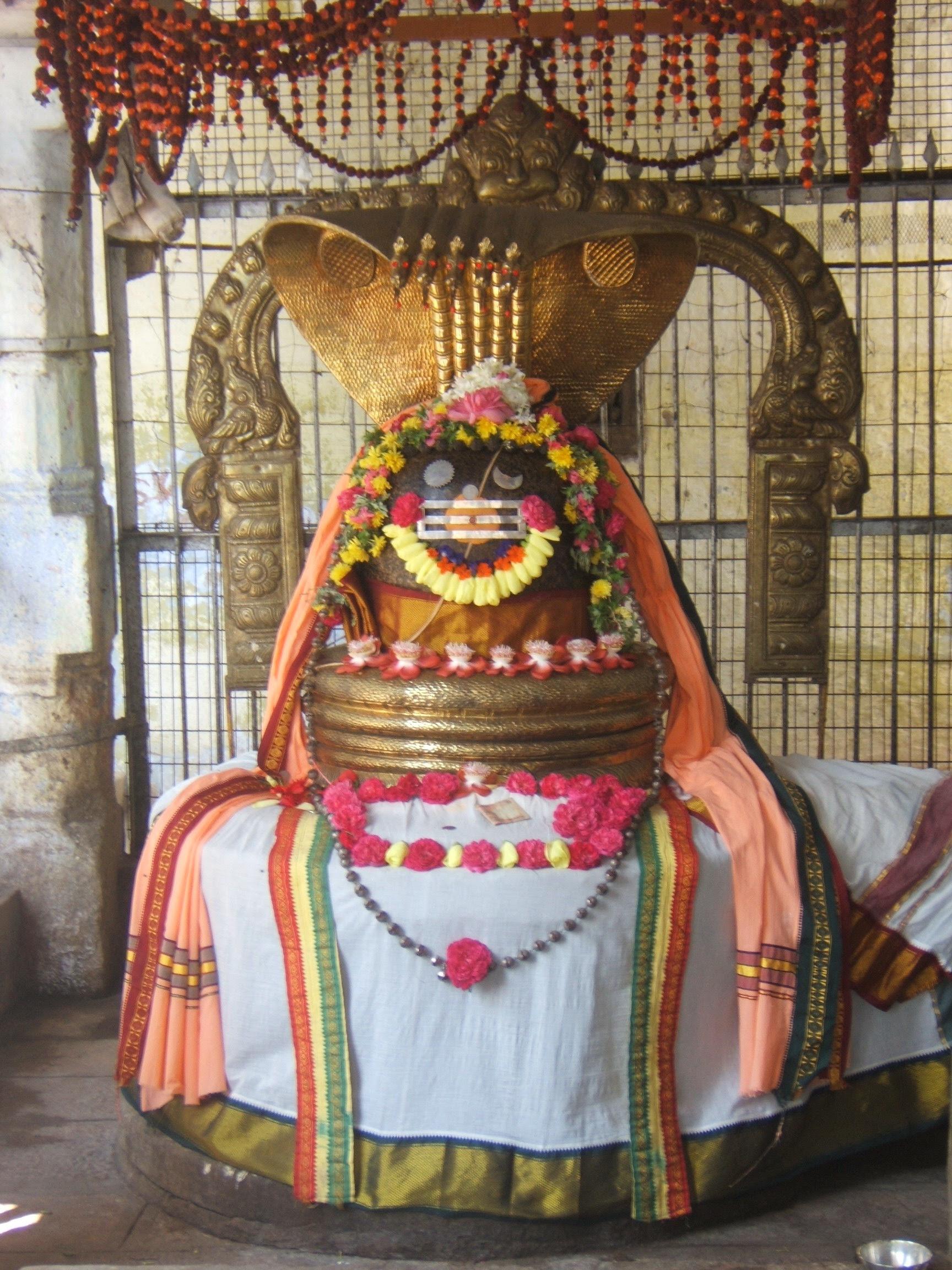 Dispute between Lord Brahma and Lord Vishnu