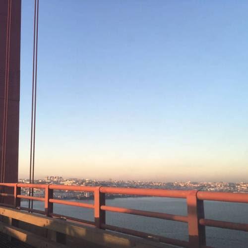 sobre o #tejo. #Lisboa #instagramcml #ponte25deabril http://ift.tt/2cqFVwT