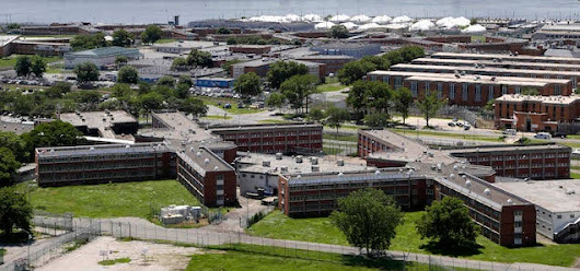 Gleeful WSJ Reporter Takes Hilarious Tour of Rikers Island