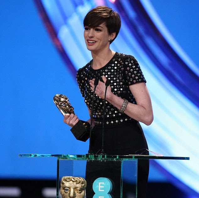 Dailynews American Style: Anne Hathaway Becomes A Laughing