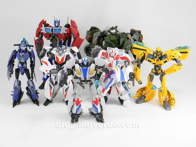 Transformers Smokescreen Deluxe - Transformers Prime Beast Hunters - modo robot vs otros Prime