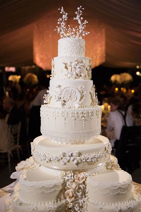 Cakes & Desserts Photos   Traditional Wedding Cake with