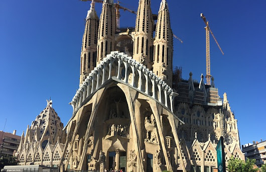 Guest Post || 8 Things to do in Barcelona – By Daniyal