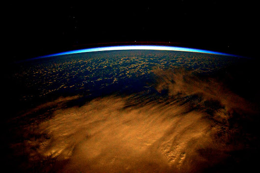 "Scott Kelly on Twitter: ""Day 246. Earth in a warm blanket of dusk. #GoodNight from @space_station! #YearInSpace """