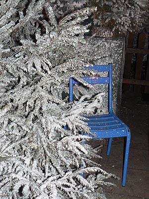 chaise bleue.jpg