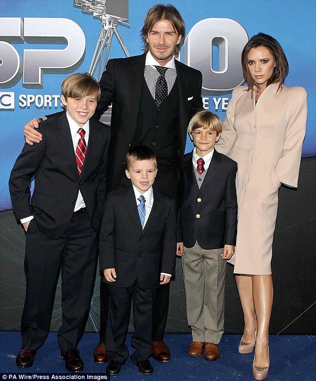 Crescente ninhada: David e Victoria com os filhos Brooklyn, 12, Romeo, nove, Cruz, seis