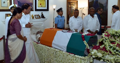 Mortal remains of Vajpayee taken to BJP Headquarters #Mortalremains #BJPheadquarters #DeendayalUpadhyayMarg...