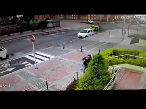 Extraña sombra aparece luego de un accidente de vehiculos