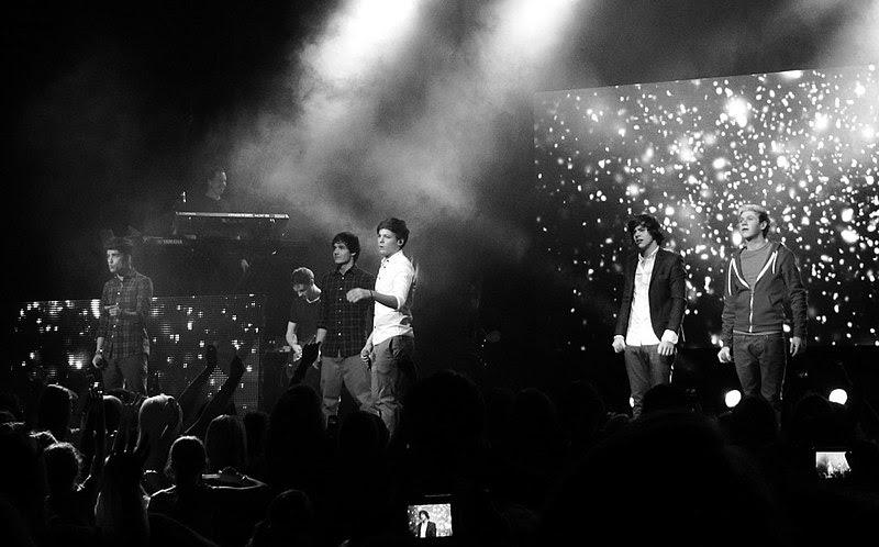 Ficheiro:One Direction Live.jpg