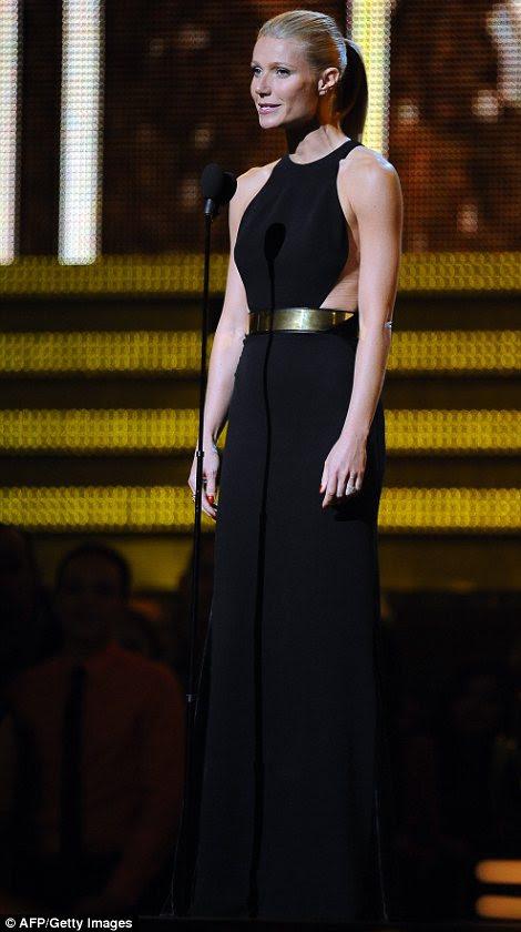 Introdução: Gwyneth Paltrow subiu ao palco para apresentar um desempenho muito aguardado por Adele