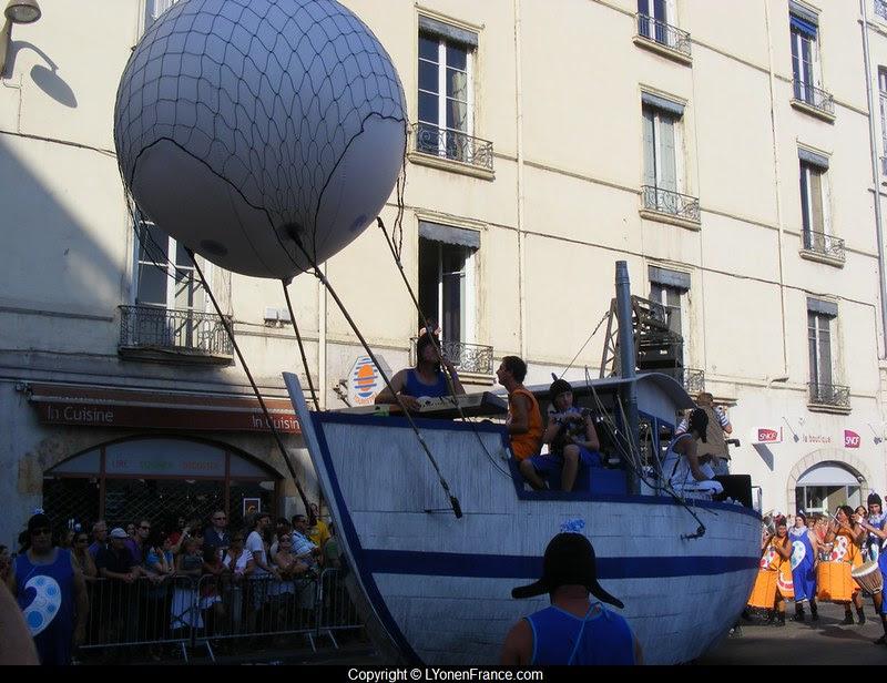 défilé+biennale+danse+2012