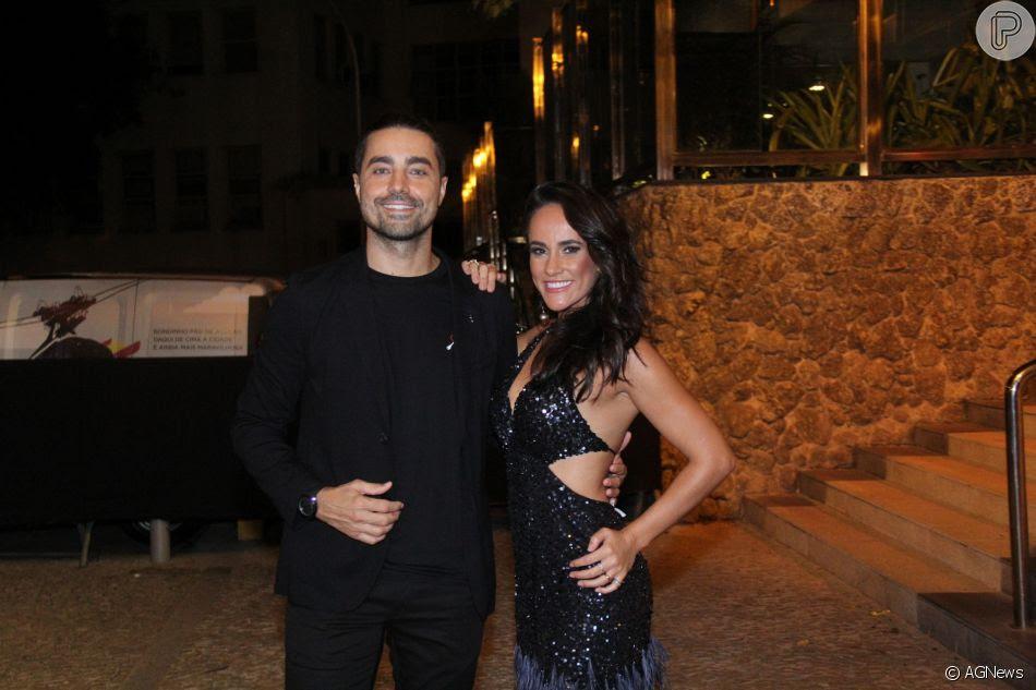 Ricardo Pereira e a mulher marcaram presença no aniversário de Marina Ruy Barbosa na noite deste sábado, 30 de junho de 2018, no Morro da Urca, no Rio de Janeiro