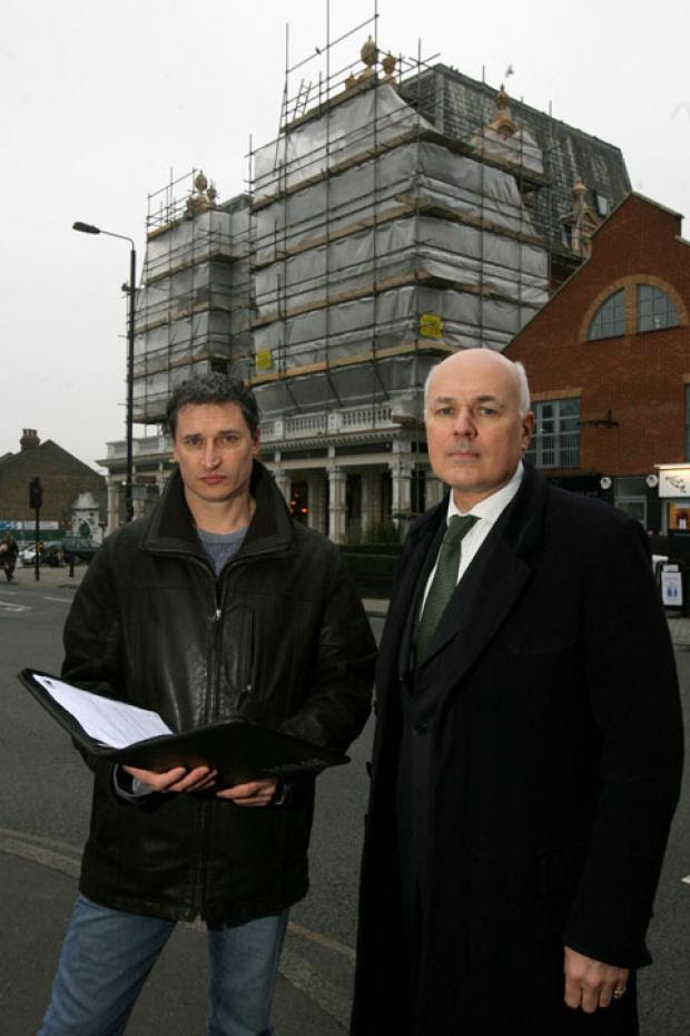 Angelo Montalto and MP Iain Duncan Smith outside the Bull on the Green