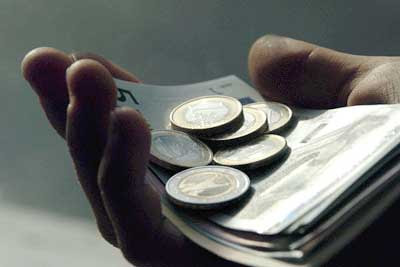 Hukum Menunaikan Zakat Fitrah Menggunakan Uang
