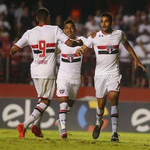 São Paulo x Atlético-MG Luis Fabiano Rogério Alan Kardec (Foto: Marcos Bezerra/Futura Press/Estadão Conteúdo)