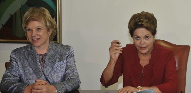 A ministra da Cultura, Marta Suplicy (esq.) e a presidente Dilma Rousseff durante sanção do Vale Cultura