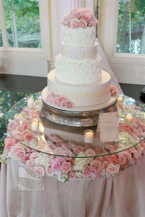 Best 25  Wedding cake table decorations ideas on Pinterest