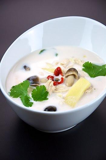 English: Tom kha gai, a Thai coconut chicken s...