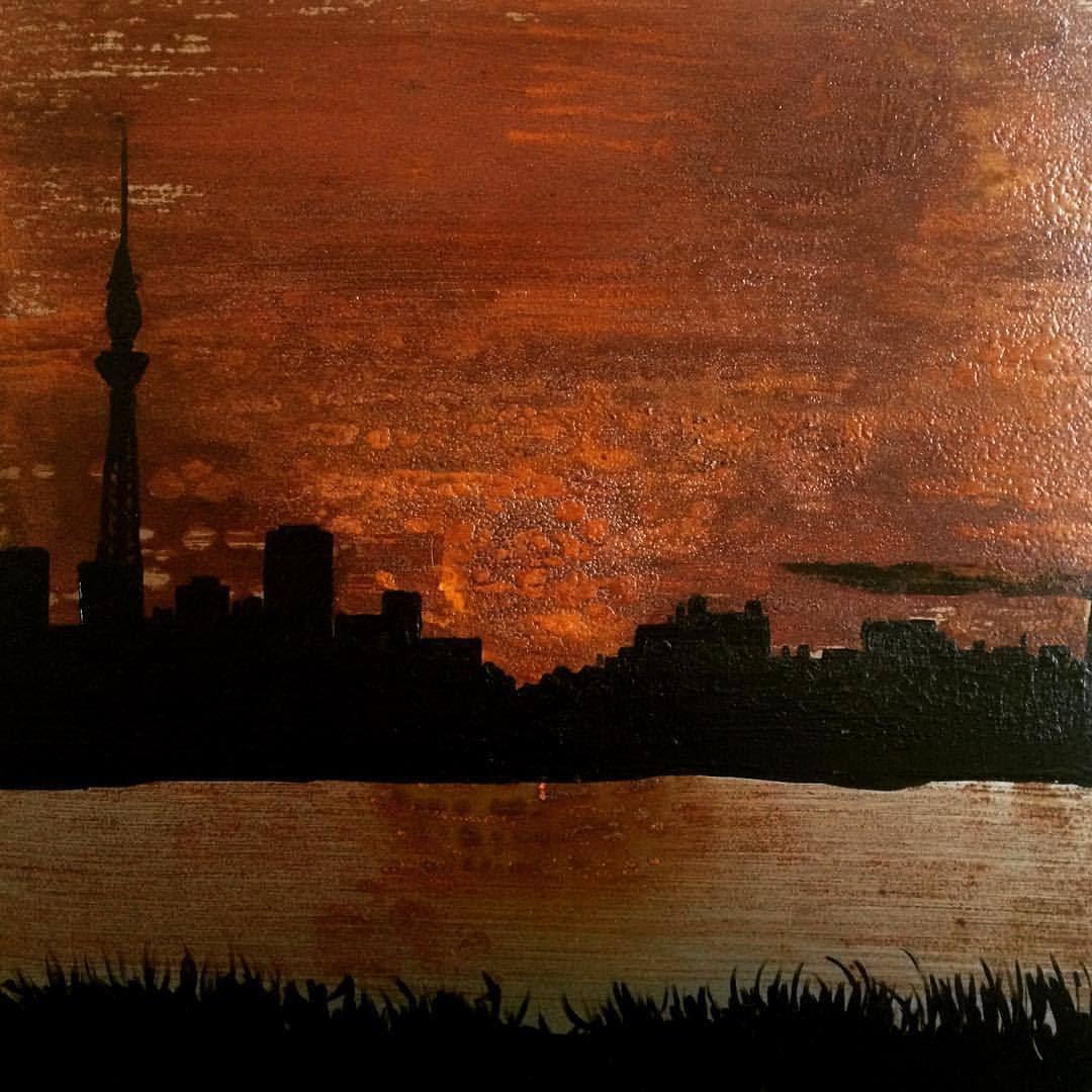 Un autre va!  corrosive Tokyo, acide 50x50cm et acrylique sur acier @valentinagrajalesmolano #robledoiriarte #camilorobledoiriarte #art #tokio #sunset #corrosive #acero