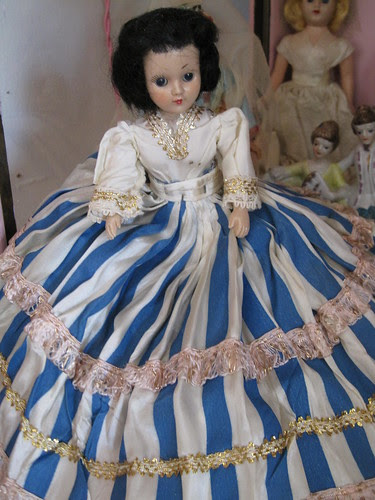 The Dolls in the Curiosity Cabinet! 4