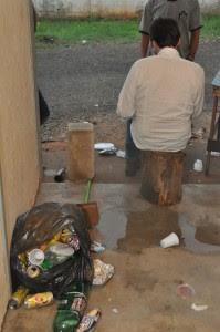 Lixo em alojamento de obra do data center do Santander, em Campinas (SP). Foto: MPT