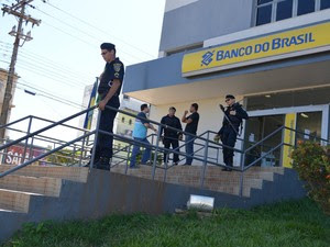 Caixas eletrônicos são arrombados em Cacoal, RO (Foto: Magda Oliveira/G1)