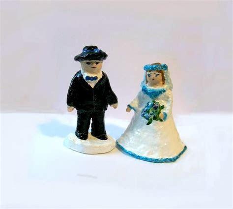 Wedding Décor Wedding Cake Toppers 2 Figures Sculpture