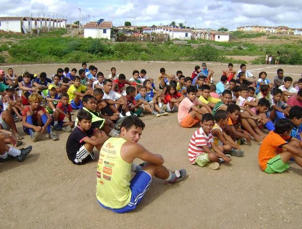 Cerca de 2 mil alunos já passaram pelo 'Rumo Certo' (Foto: Arquivo Pessoal/Cedida)