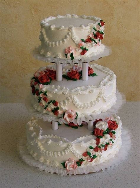 Nadines   Wedding Cakes: *Round cakes are the most