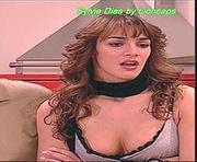 Sylvie Dias com um decote sensual na serie 4 dos Morangos