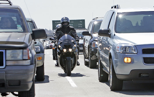 Lane-splitting bill moves closer to becoming law
