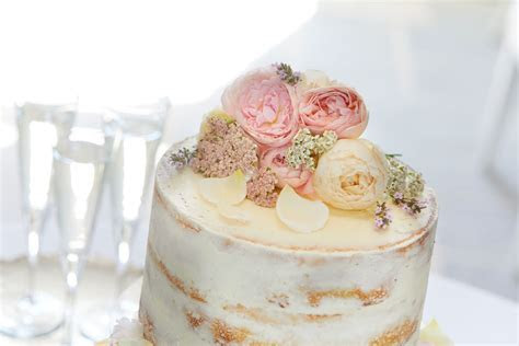 Decorating a Wedding Cake with Edible Flowers   Interflora