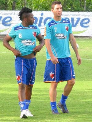 Thiago Neves e Willians (Foto: Carlos Mota)
