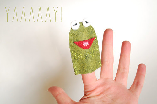making a kermit puppet