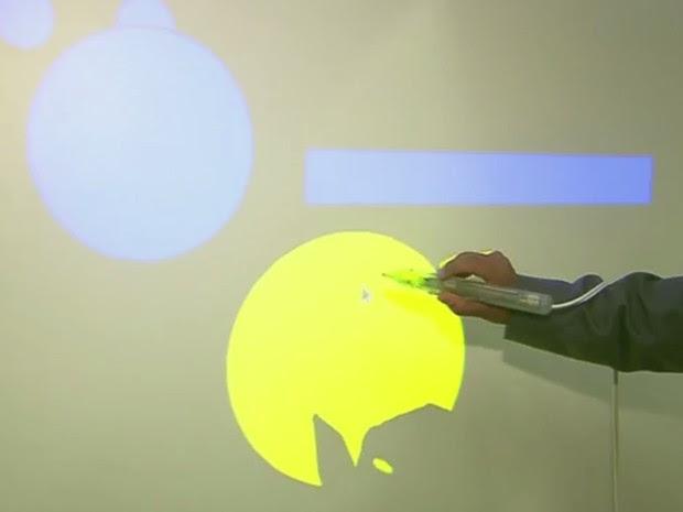 Lousa digital é um dos projetos desenvolvido no centro (Foto: Reprodução/ EPTV)